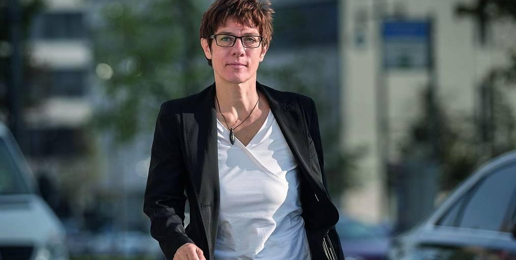 Kramp-karrenbauer nackt annegret Annegret Kramp