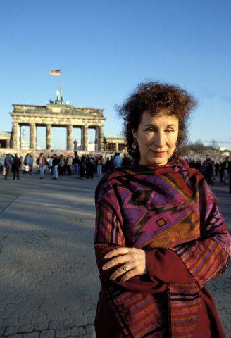 Margaret Atwood 1990 in Berlin. © imago