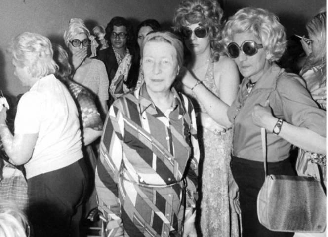 Simone de Beauvoir mit Prostituierten.