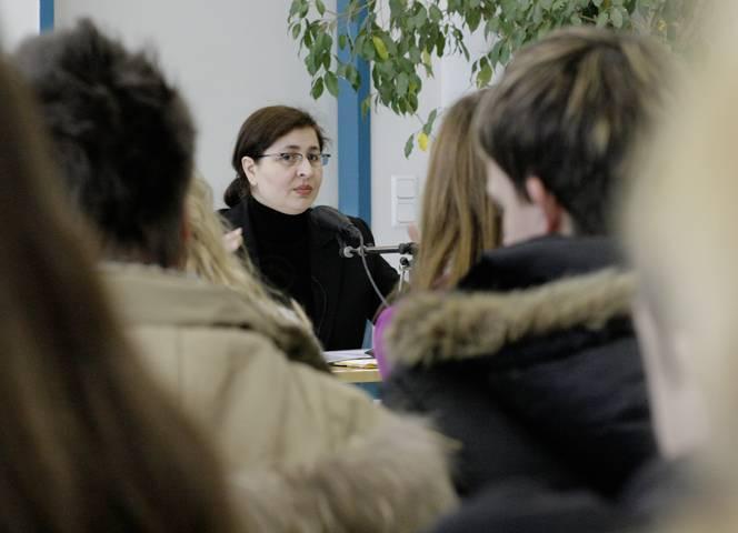 """Serap Cileli: """"Kaum hatte ich meine Freiheit erkämpft, musste ich sie wieder einschränken."""" - Foto: Ida Henschel"""