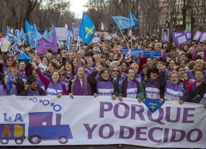 Hunderttausende demonstrieren in Spanien gegen die Verschärfung des Abtreibungsrechts.