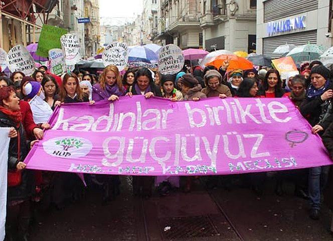 """Demo am 8. März in Ankara gegen die zunehmende Entrechtung: """"Frauen gemeinsam sind stark!"""""""