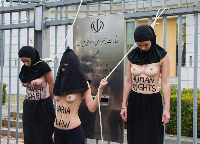 Die Femen protestierten vor der iranischen Botschaft in Berlin. - © Frank Nicolai /hpd