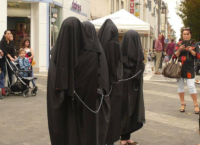 Hier in Neuwied ist die Aktion der Utamara-Frauen Provokation - im irakischen Mossul blutiger Ernst.