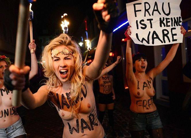 Die Frau ist keine Ware! Femen protestieren gegen Prostitution.