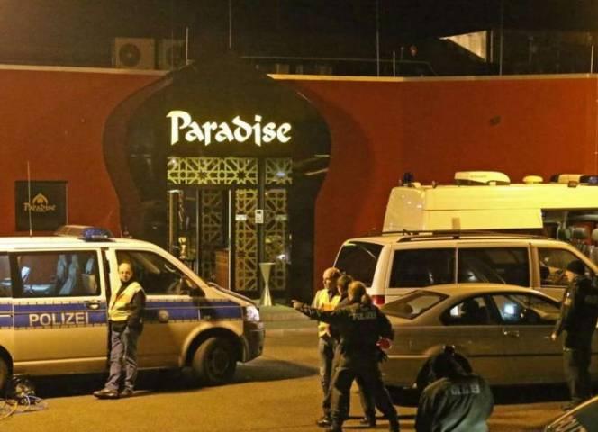 Großrazzia am Sonntagabend, durchsucht wurde auch das Paradise. © Simon Mario Avenia