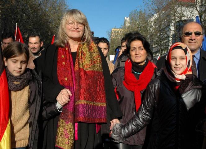 """Alice Schwarzer im November 2004 bei der Ditib-Demo """"Hand in Hand für den Frieden und gegen den Terror"""". © Bettina Flitner"""