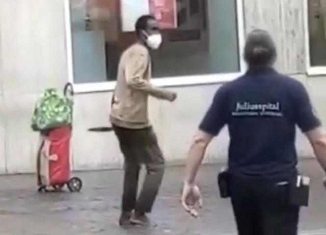 Der 24 Jahre alte Somalier erstach am Freitag in Würzburg drei Frauen, verletzte weitere..