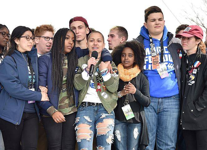 "Emma Gonzales und MitstreiterInnen beim ""March for our Lives"". - Foto: Kevin Mazur/Getty Images"