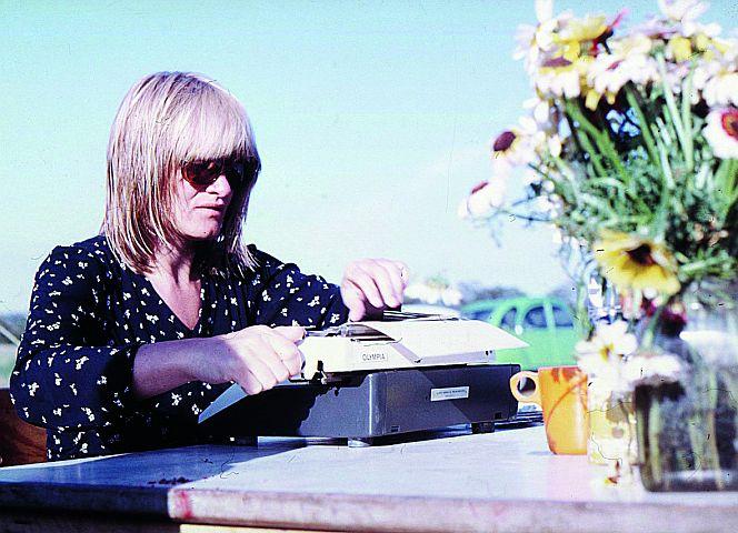 Alice Schwarzer 1975 auf der Frauenferieninsel Femø. - Foto: Cristina Perincioli