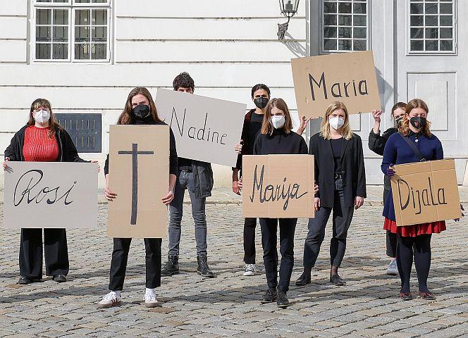 """Rund 500 DemonstrantInnen forderten am Montagabend in der Wiener Innenstadt: """"Stoppt Femizide!"""" - Foto: imago images"""