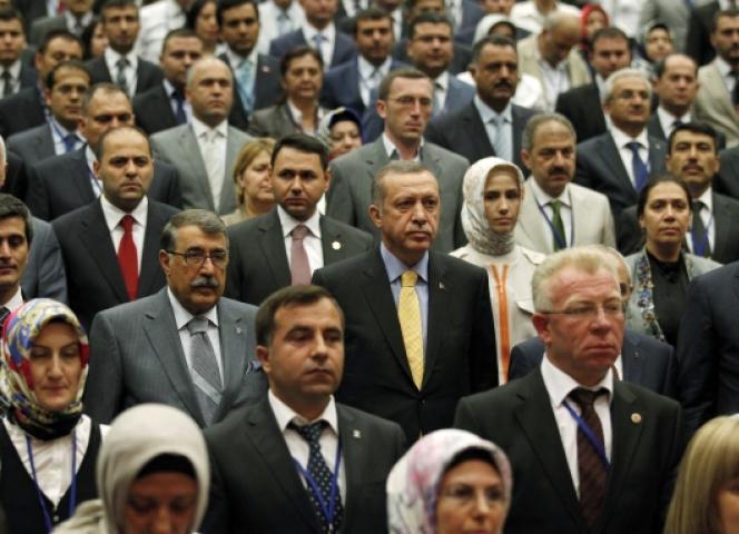 Ministerpräsident Tayyip Erdogan mit führenden AKP-Mitgliedern im Juli 2012 in der Parteizentrale in Ankara. - Foto Reuters