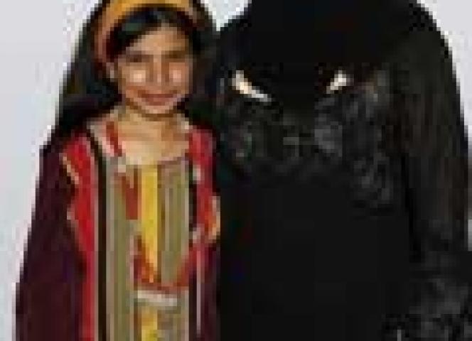 Nujood Ali mit ihrer Anwältin