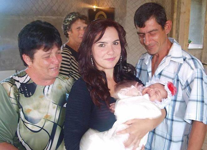 Ioana mit ihrer Familie in Rumänien.