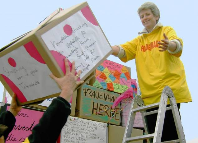 Demo fürs Frauenhaus und für eine verlässliche Finanzierung.