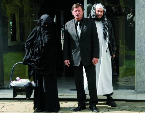 Die französische Konvertitin Anne mit Ehemann Lies Hebbadj und Anwalt. - Foto: Evrard/AFP/getty