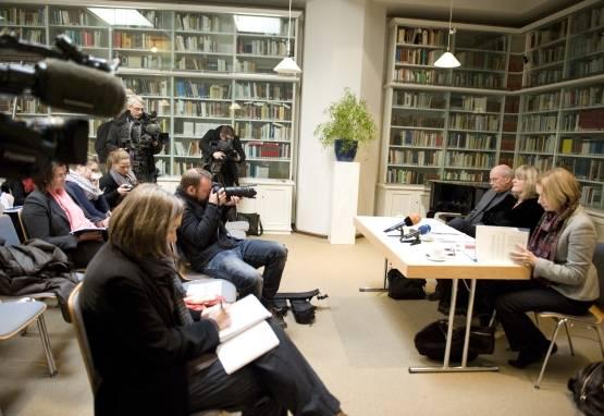 Pressekonferenz des FrauenMediaTurm im Düsseldorfer Heine-Institut mit Barbara Schneider-Kempf, Alice Schwarzer und Dr. Friedrich Bode. - Fotos: Bettina Flitner