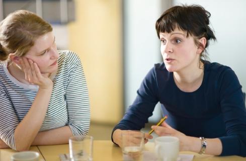 """Katrin (re, Frau Lila): """"Wir sollten mehr miteinander statt übereinander reden."""""""