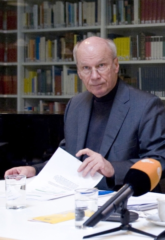 """Kulturbeamter Dr. Friedrich Bode: """"Ich habe eine rückwirkende Streichung noch nie erlebt."""""""