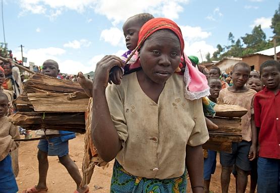 Die traumatisierten Frauen müssen weiter funktionieren und ihre Kinder versorgen.