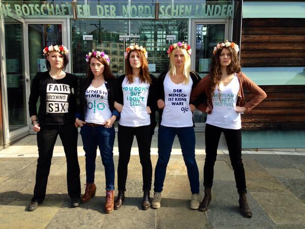 Femen-Soli-Aktion vor der Schwedischen Botschaft: Der Mensch ist keine Ware!